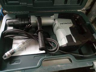 Martillos percutores Hitachi.