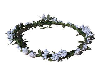 Corona blanca de flores. Nueva