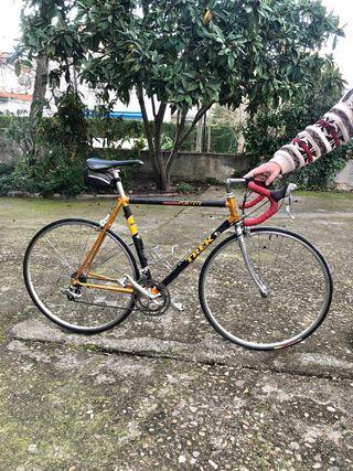 Bicicleta de carretera Trek 2300