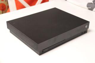 Xbox One X con caja original con dos juegos
