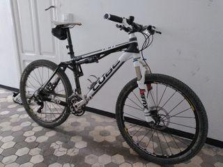 Bicicleta montaña Cube