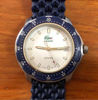Reloj Lacoste azul.