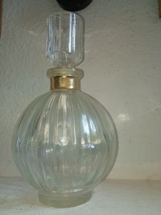 Botella de cristal tallado hecha en Francia