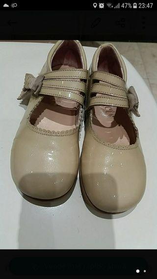 Zapatos de charol niña n.27.