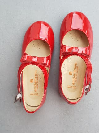 Zapatos charol rojo, número 25