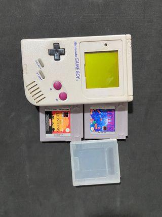 Consola Game Boy blanco y negro