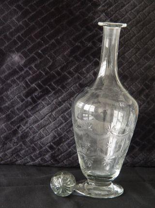 Antigua licorera cristal tallado