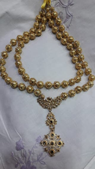Venera plata sobredorada con símil diamantes