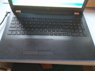 portátil HP azul. AMD A10 2,5ghz/ 480gb SSD/ 8gb