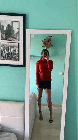 Jersey rojo cuello alto