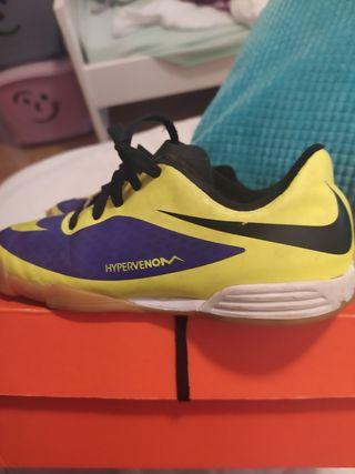 zapatilla fútbol Nike talla29