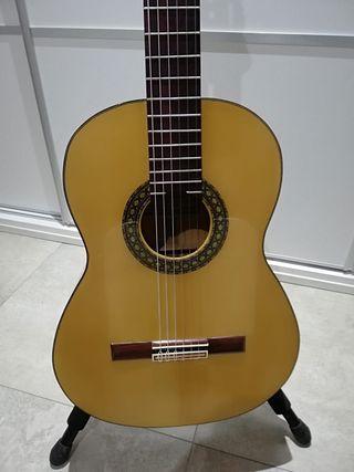 Guitarra flamenca de artesanía