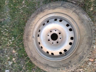 rueda de coche con llanta