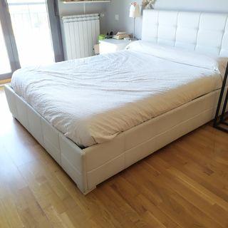 Cama 1,35x1,90 y canapé