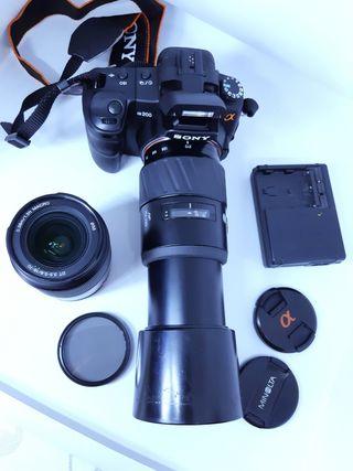 cámara con 2 objetivos uno un superzoom
