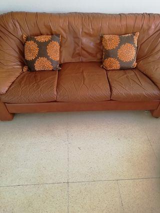 Regalo sofa usado.