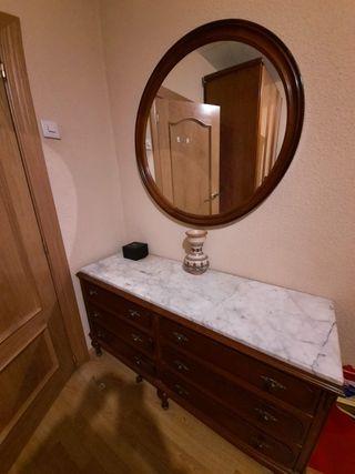 Cómoda vintage con espejo a juego