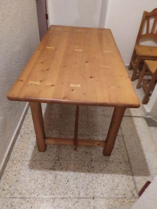 mesa y sillas rústicas. cabeceros