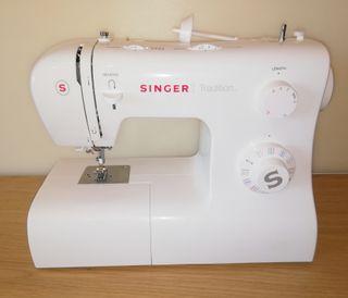 Maquina de coser SINGER TRADITION como nueva