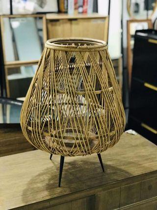 Lámpara portavelas de mimbre