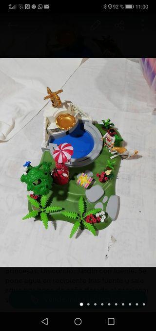 Playmobil. Fuente con jardín y princesas