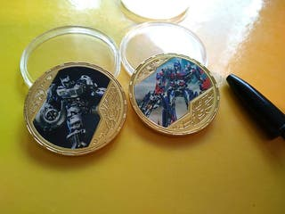 2 monedas de transformers de colección con blister