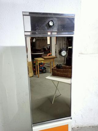 Romi con espejo y cajón