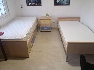 2 camas individuales y cajonera