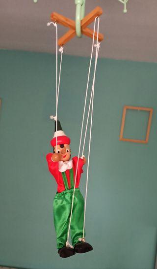 Marioneta de madera con cuerdas Pinocho