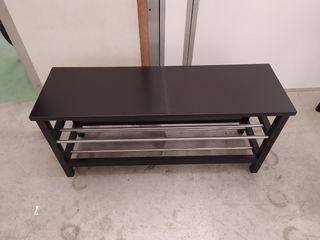 Banco zapatero negro de IKEA TJUSIG