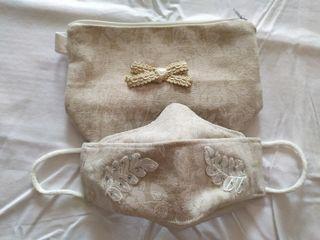 Bolso de mano con mascarilla