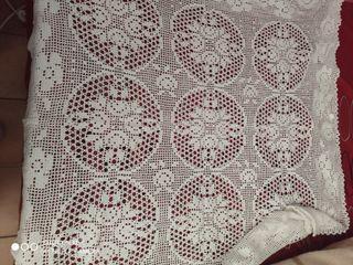 Colcha y tapete de ganchillo artesanal