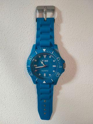 Reloj pared pilas moderno