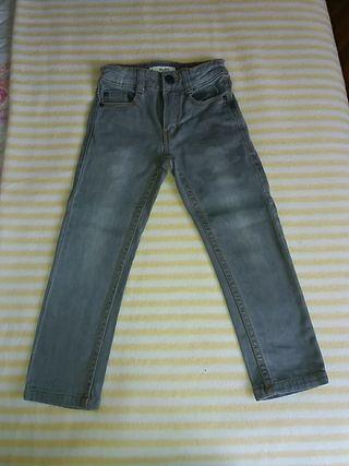 Pantalón vaquero gris. Talla 4A. Marca KIABI
