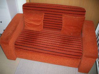 Sofá-cama de color naranja (160x90).