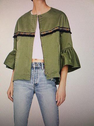 Chaqueta verde etnica Zara.