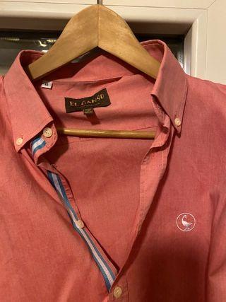 Camisa roja marca El Ganso, talla 40.