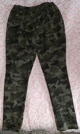 Pantalón camuflaje S