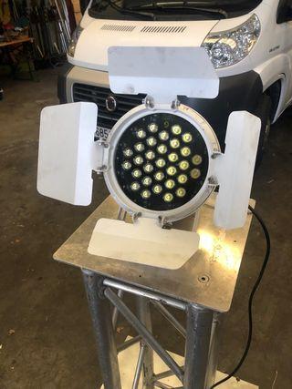 12 focos LED color blanco