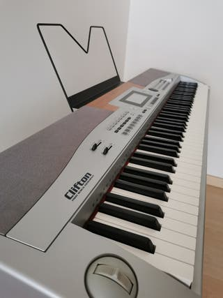 Piano digital Thomann SP-5500 con accessorios