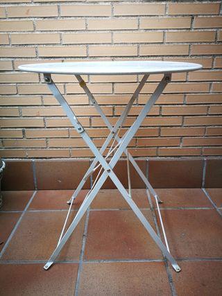 mesa metalica blanca. 60 cm de diámetro