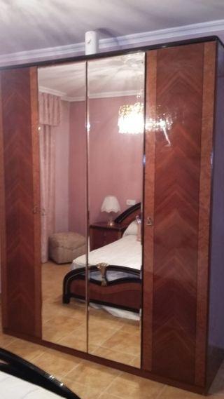 Armario de 4 puertas con espejos en Seseña