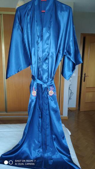 Batin, kimono con dragón.