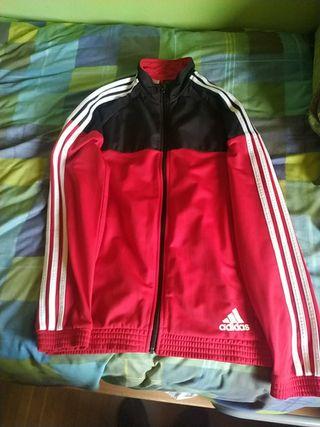 chaqueta adidas roja y negra
