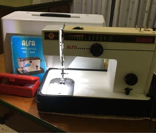 Máquina de coser Alfa modelo zig zag