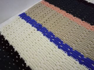Manta de lana de ganchillo hecha a mano