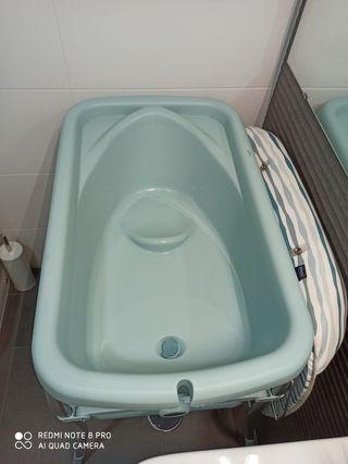 Bañera y cambiador.