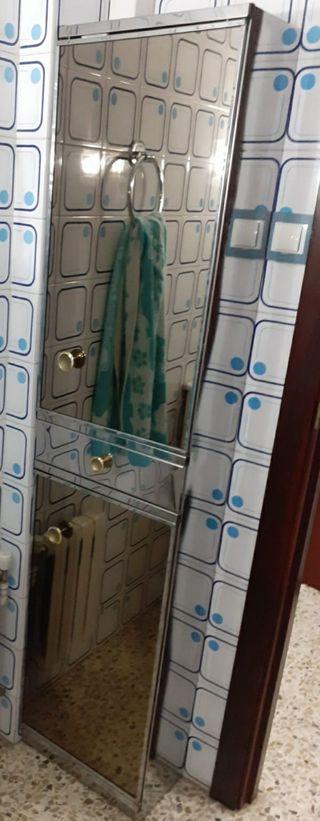 Armario de espejos vintage para baño.