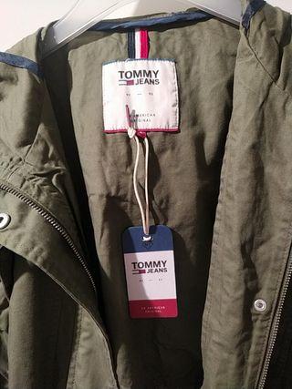 parka verde caqui con capucha de Tommy Hilghifiger