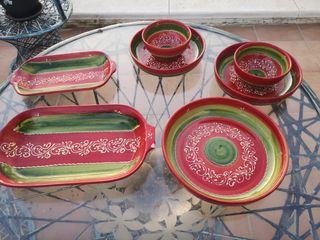 Platos y accesorios varios de cerámica.